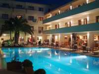 La piscine art hotel skiathos family hotels skiathos for La piscine skiathos